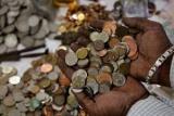Бывший муж принес 70 килограмм мелких денег для оплаты алиментов