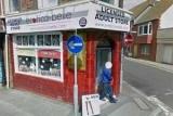 Посетитель секс-шопа с полной авоськой попал на карты Google